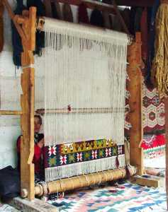 annodatura - kilim - ragazza - irana tappeti